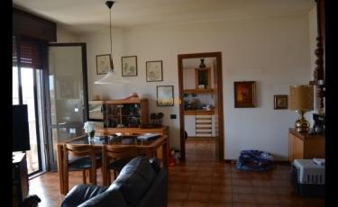 Trilocale a Galliate, ultimo piano con balconi